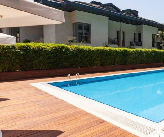 7 Crucial Questions to Ask Before Building a Swimming Pool